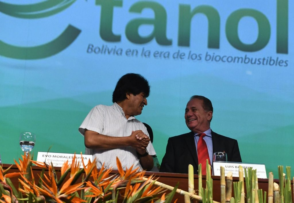 En marzo de 2018 (Santa Cruz), firma de convenio con industrias y cañeros para la producción de etanol. Fuente: Página Siete